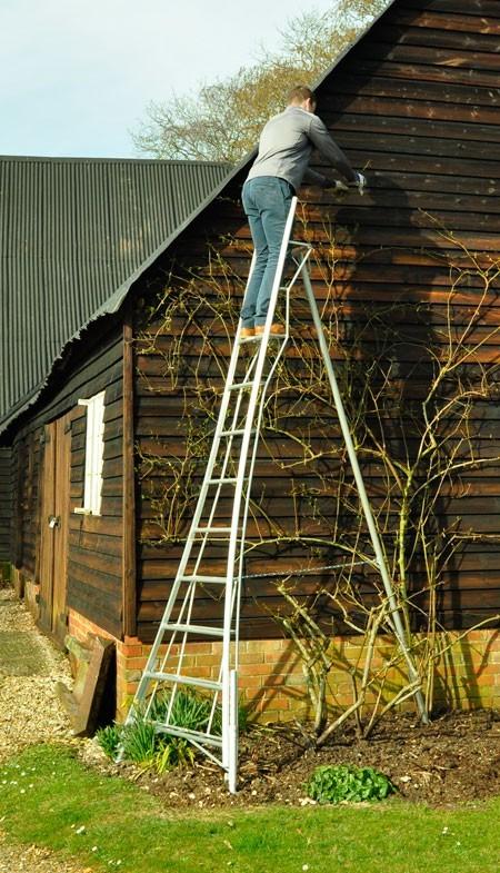Henchman Standard Duty Tripod 3 Leg Adjustable 14ft Ladder