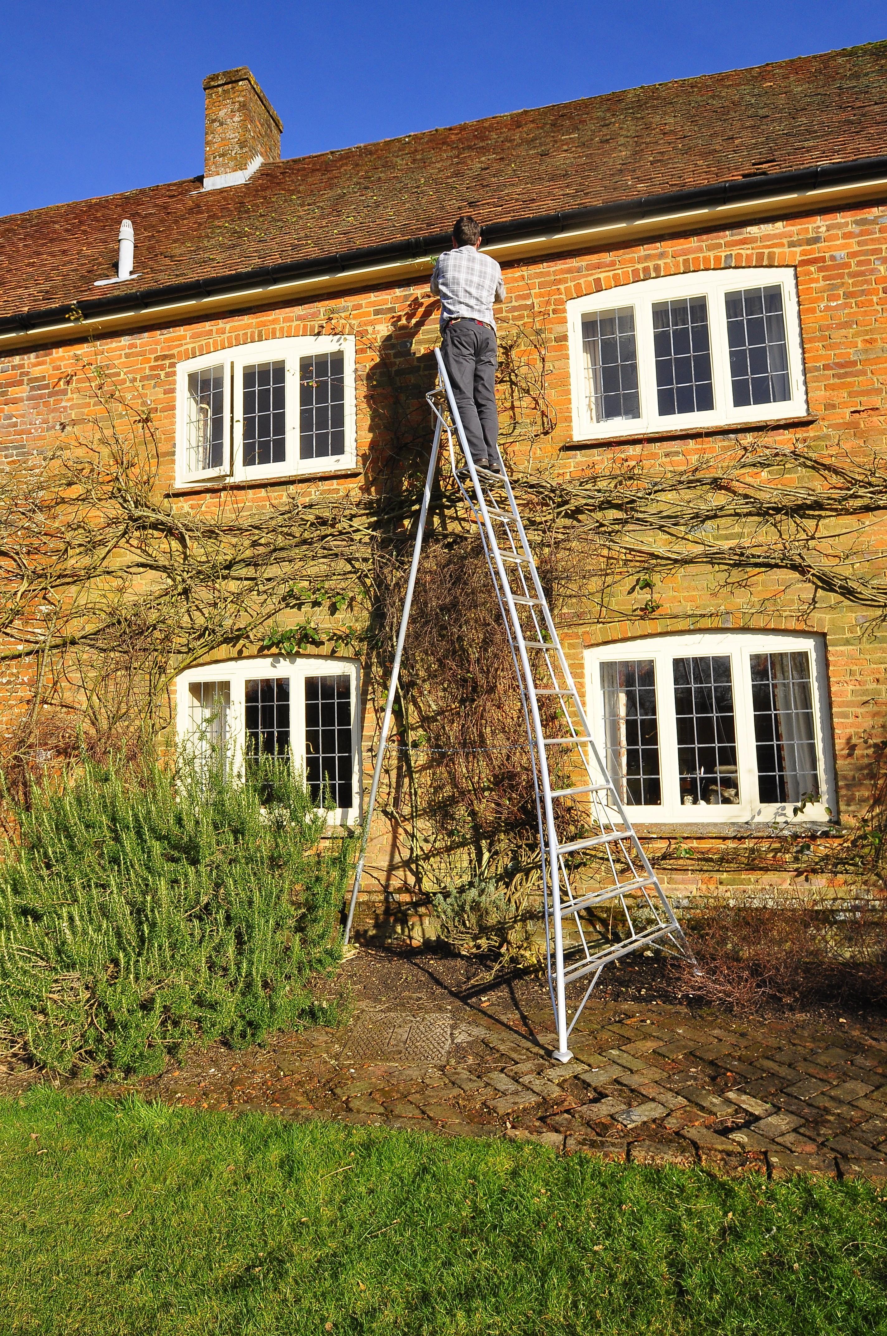 Henchman Platform Tripod Ladder - 1 Adjustable leg 12ft